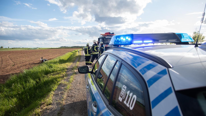 Am Dienstagabend ist im Landkreis Ansbach ein 51-Jähriger mit seinem Motorrad tödlich verunglückt.