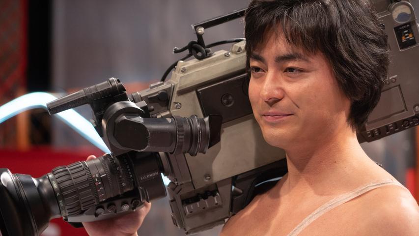Die Story über den in der japanischen Pornoindustrie der 1980er Jahre Fuß fassenden RegisseurToru Muranishi (Takayuki Yamada)geht weiter. Netflix sendet ab 24. Juni die zweite Staffel der Reihe über den Mann,derin Japan als