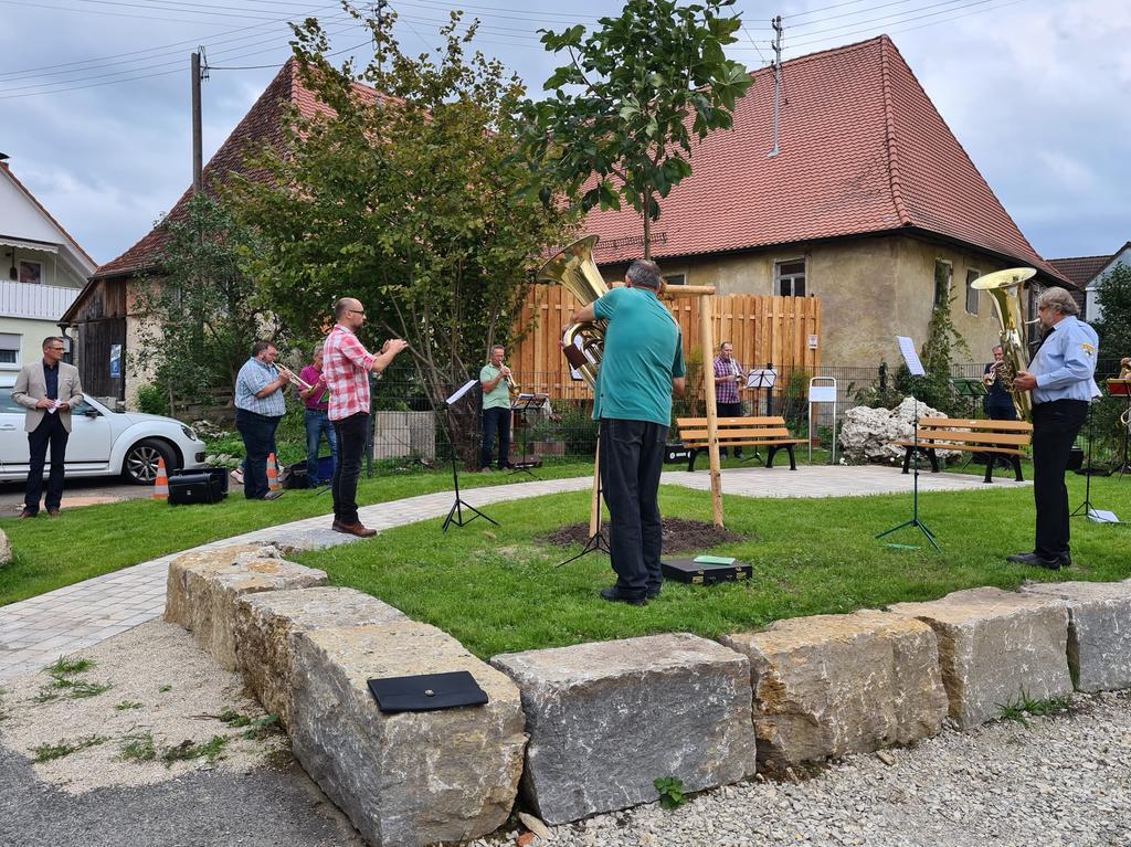 Übergabe des ehemaligen Synagogengrundstück in Wannbach;  früher stand an diesem Platz in Wannbach eine Synagoge;  Fotos: Carmen Schwind;  Datum: 06.09.2020