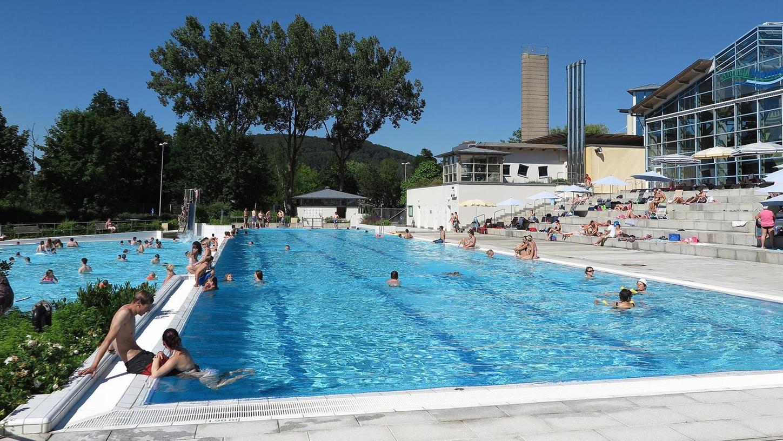 In Treuchtlingen soll es ein neues Freibad geben, dass durch Alleinstellungsmerkmale hervorsticht und mehr Angebote für Kinder parat hat.