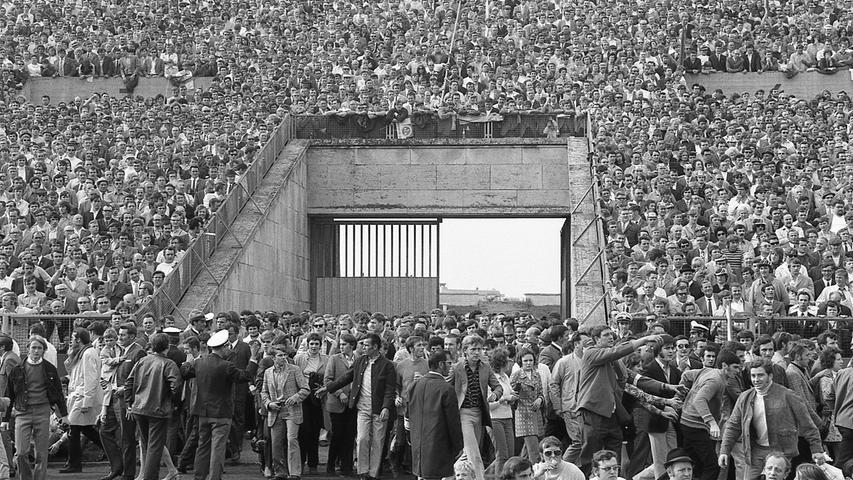 Jetzt bleibt uns also nur noch Dürer. Denn mir dem 1. FC Nürnberg ist kein Staat mehr zu machen. Hier geht es zum Kalenderblatt vom31.05.1971: Fiasko auf den Stadion-Rängen.