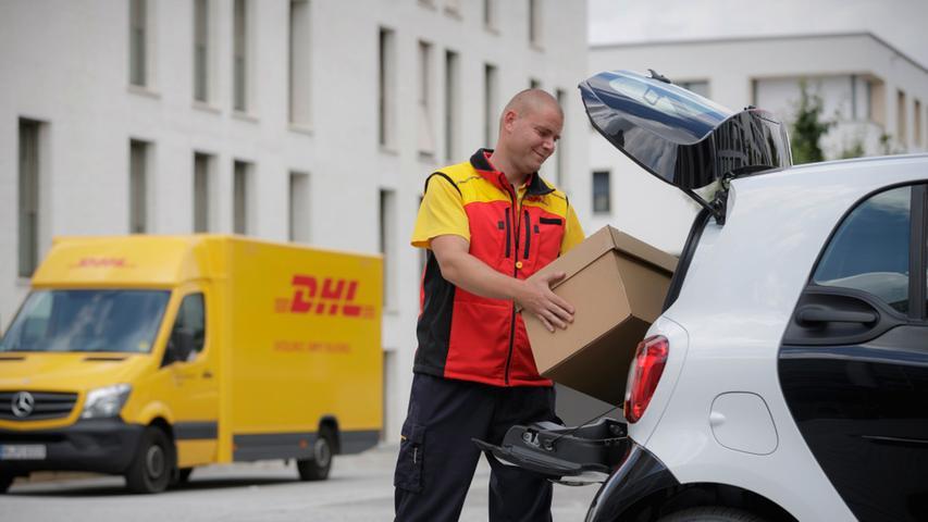 Ready to drop: 2016 startete ein Pilotprojekt, bei dem der Smart als Ablageort für Pakete diente.