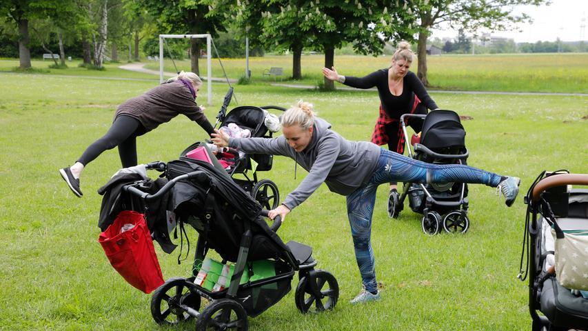 Viele Übungen sind damit möglich - zum Teil mit Blickkontakt zum Kind.