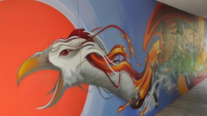 Das Kunstwerk besteht aus vier bemalten Hauseingängen. Die Nürnberger Künstler Julian Vogel, Highner und Cris Krieger ließen sich bei jedem Mural von einem der vier Elemente inspirieren.