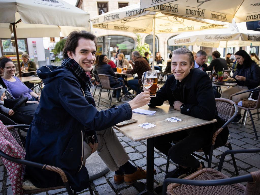 MOTIV: Fürther Gastronomie hat wieder geöffnet, Eindrücke aus der Gustavstraße,  vom Grünen Markt, aus der l'Osteria, aus der Terazza, aus dem Grüner Brauhaus  und aus dem Humbser und Freunde; FOTO: Tim Händel; DATUM: 28.05.2021
