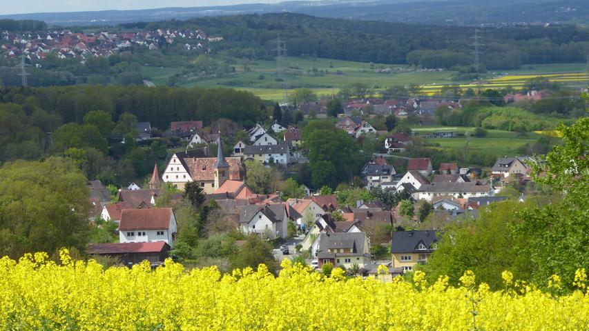 Rapsfelder über dem kleinen Ort Wiesenthau hat NN-Leser Norbert Haselbauer wunderbar in Szene gesetzt.