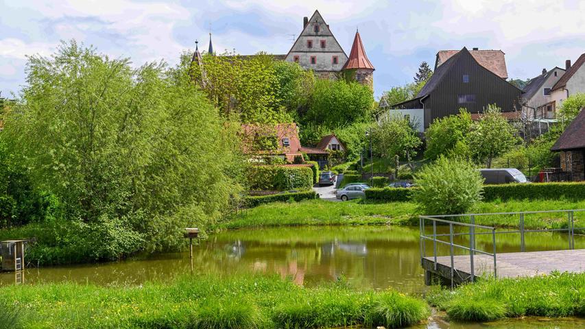 20210518_Wiesenthau_..u.a. Schloss Wiesenthau / Pfarrkirche St.Mattaeus / Gasthaus Egelseer /..Wiesenthau( Landkreis Forchheim)..Serie