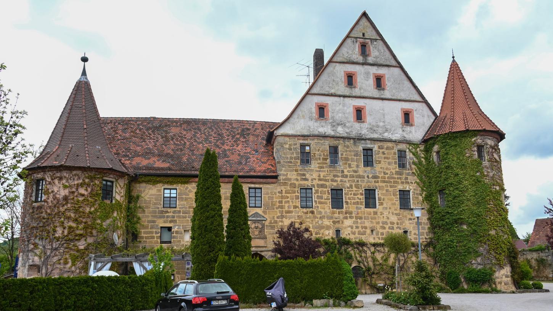 Schloss Wiesenthau, idyllisch unterhalb des Walberla gelegen - kann auf eine lange Geschichte zurückblicken.