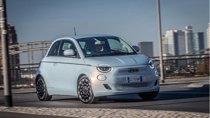 Elektro-Charme auf Italienisch: Parallel zum konventionell angetriebenen Modell steht der Fiat 500 auch unter Strom.