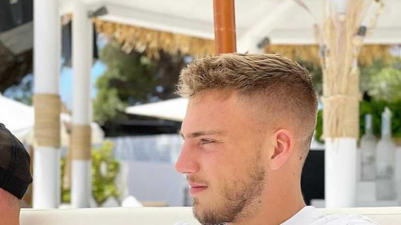 Mit Ibiza macht man aber auch nichts falsch. Das dürfte sich zumindest Tim Latteiergedacht haben. Der Mittelfeldspieler lässt's sich im Nikki-Beach-Restaurant schmecken. Und genießt neben dem Blick auf den Strand und das Strandleben wohl auch den Rückblick auf eine nicht immer ibizamäßige Club-Saison. Auf eine Spielzeit, in welcher das 2011 aus Scheinfeld zum FCN gestoßeneEigengewächs immerhin neun Zweitliga-Einsätze sammeln konnte.
