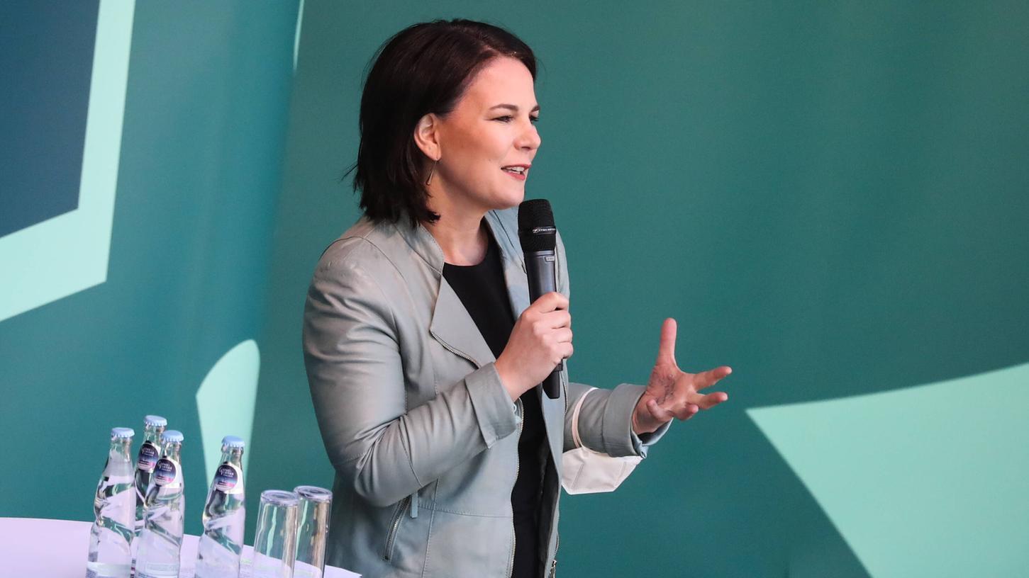 Annalena Baerbock forderte in einem Interview höhere Benzinpreise und ein generelles Tempolimit.