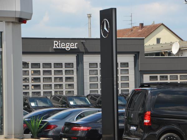 Das Autohaus Rieger will nach Haag umziehen, weil es in Schwabach keine geeignete Fläche für die Erweiterung findet. Die Freien Wähler haben der Stadtspitze daraufhin Fehlinformation und mangelnden Einsatz vorgeworfen.