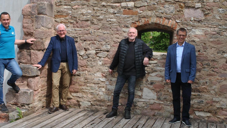 Stellten gemeinsam das Programm für die diesjährigen Altmühlsee-Festspiele vor: Michael Reidelshöfer, Vorsitzender des Freundeskreises Altmühlsee-Festspiele, Stefan Hofmann, Harald Molocher und Bürgermeister Dieter Rampe (von links).