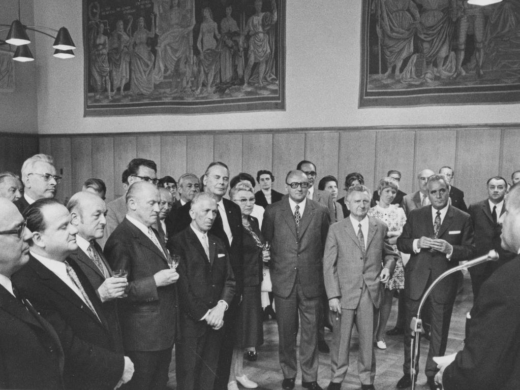 Beim Empfang im Rathaussaal: OB Urschlechter während seiner Ansprache an die Senatoren, rechts neben ihm Senatspräsident Freiherr von Poschinger, links F. Haas.
