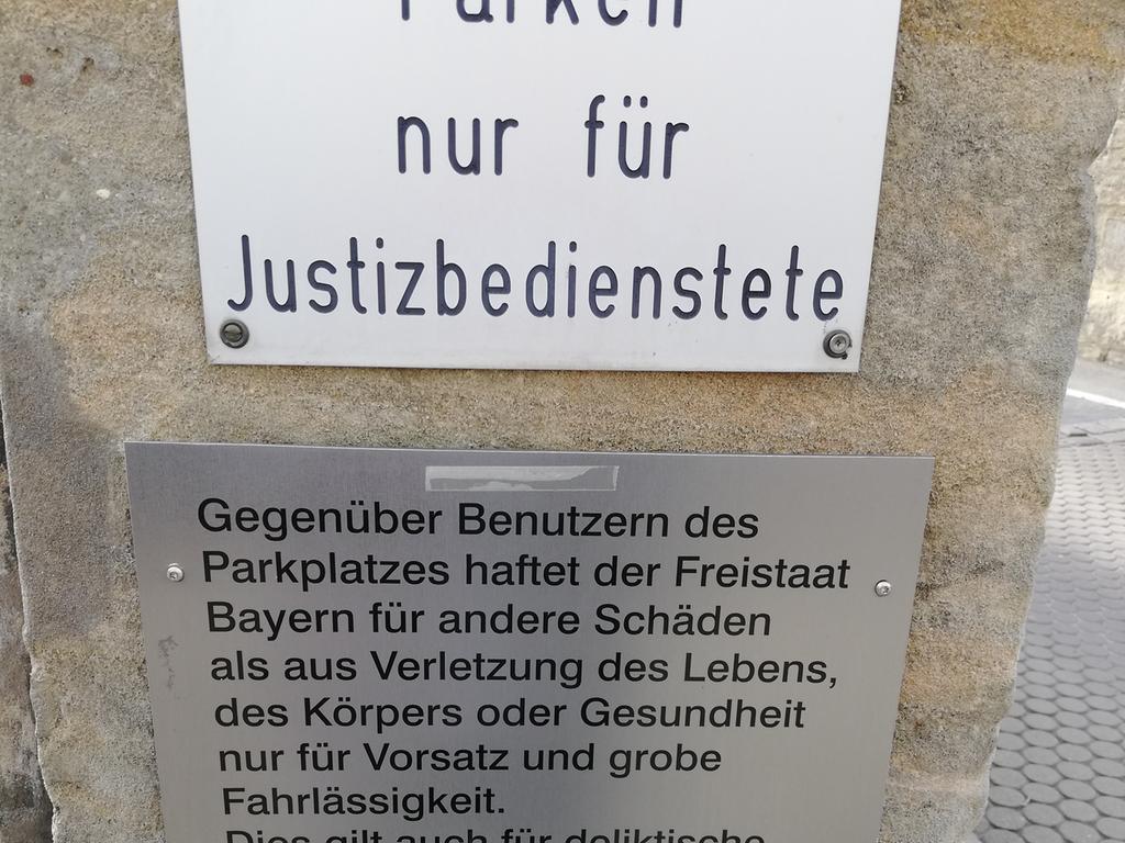 Deutsch ganz neu Gesehen auf einem Parkplatz in Forchheim von Wilhelm Eckert aus Schwanstetten.