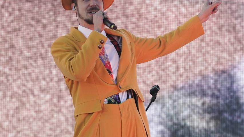 Deutsch-Rapper Alligatoah sieht sich selbst als Schauspielrapper. Vor allem seine oppulenten Bühnenshows waren zuletzt ein Fest, mal sehen, wie sich das am Donnerstag, 19. August 2021, live in Rothenburg ob der Tauber anlässt.