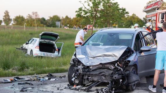 Ungebremst in die Kreuzung: Schwerer Unfall bei Ornbau
