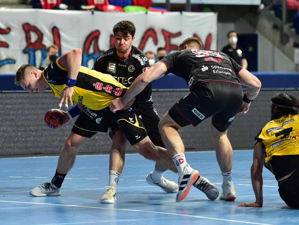 02.06.2021 --- Handball --- 1. Bundesliga LIQUI MOLY HBL --- Saison 2020 2021 --- 33. Spieltag: HC Erlangen Metropolregion Nürnberg HCE - HSC Coburg --- Foto: Sport-/Pressefoto Wolfgang Zink / OGo --- ..Stepan Zeman (66, HSC 2000 Coburg ) Benedikt Kellner (17, HC Erlangen HCE ) Stefan Bauer (99, HC Erlangen HCE )