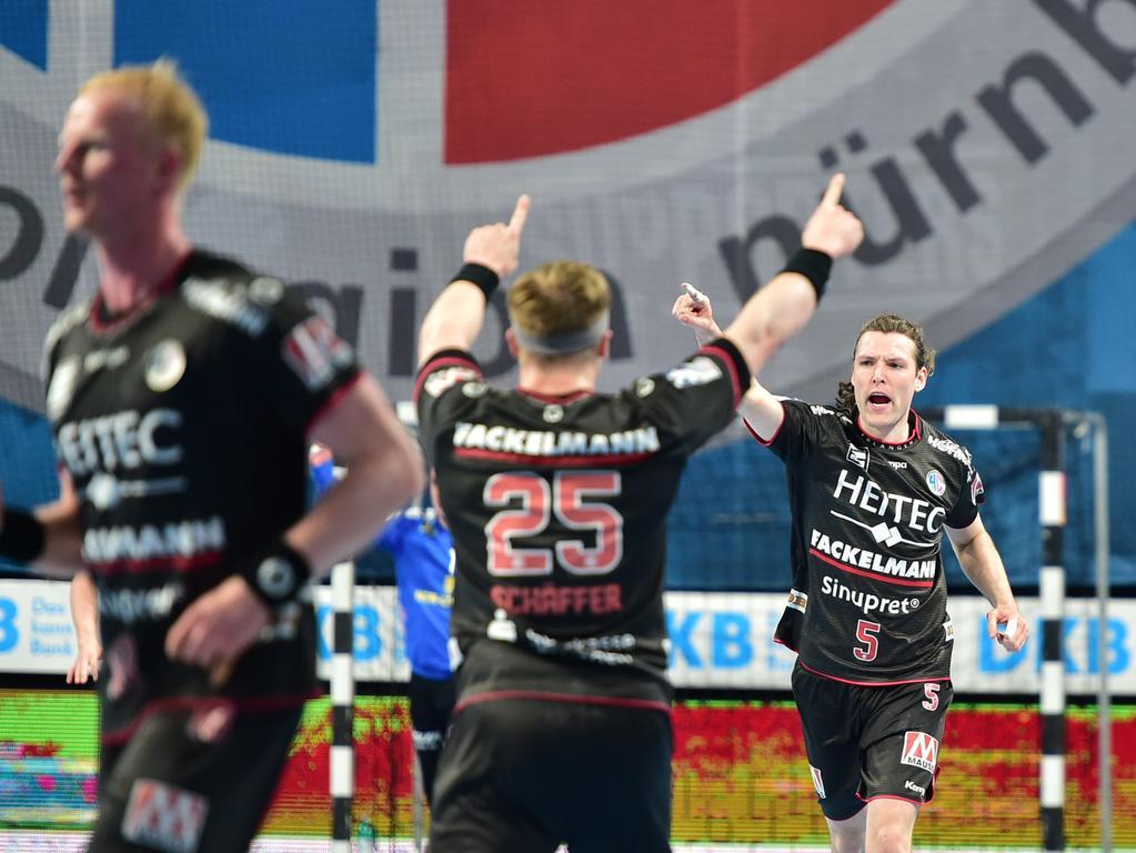 02.06.2021 --- Handball --- 1. Bundesliga LIQUI MOLY HBL --- Saison 2020 2021 --- 33. Spieltag: HC Erlangen Metropolregion Nürnberg HCE - HSC Coburg --- Foto: Sport-/Pressefoto Wolfgang Zink / OGo --- ..Jan Schäffer Schaeffer (25, HC Erlangen HCE ) Johannes Sellin (5, HC Erlangen HCE ) Jubel Freude