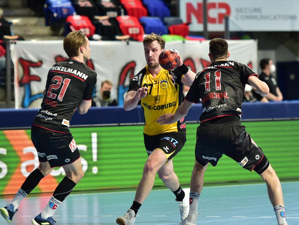02.06.2021 --- Handball --- 1. Bundesliga LIQUI MOLY HBL --- Saison 2020 2021 --- 33. Spieltag: HC Erlangen Metropolregion Nürnberg HCE - HSC Coburg --- Foto: Sport-/Pressefoto Wolfgang Zink / OGo --- ..Christopher Bissel (21, HC Erlangen HCE ) Pontus Zetterman (27, HSC 2000 Coburg ) Tarek Marschall (11, HC Erlangen HCE )