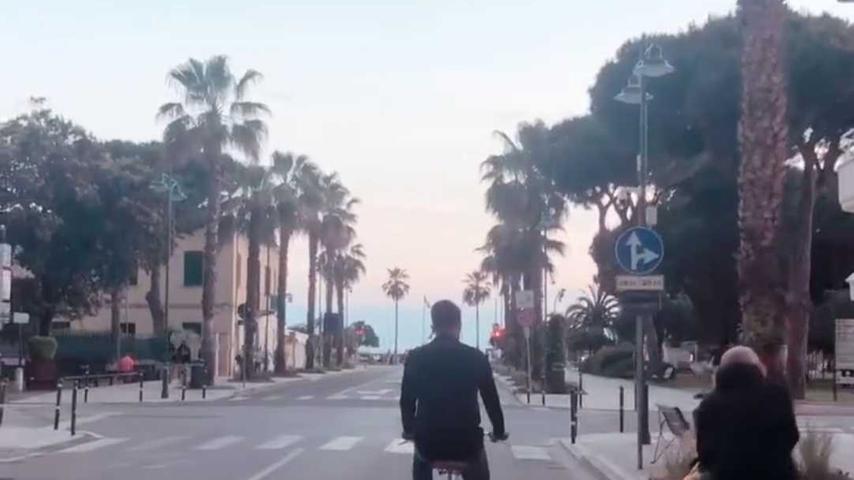 Der Verteidiger hat - wie Club-Kapitän Enrico Valentini unlängst in einem schönen Abschiedsvideo verriet, das der Verein auf seinen Social-Media-Kanälen streute - ein großes Faible für Italien. Und auf diesem sehr italienischen Bild eine mit ihm liierte Paparazza im Nacken. Tritt in die Pedale, Luki. Da unten wartet das Ligurische Meer auf dich!