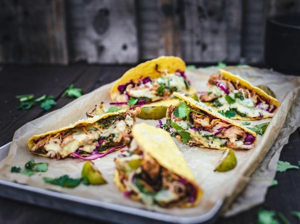 Total angesagt: Tacos mit Hähnchenbrustfilet und Salsa vom Grill.