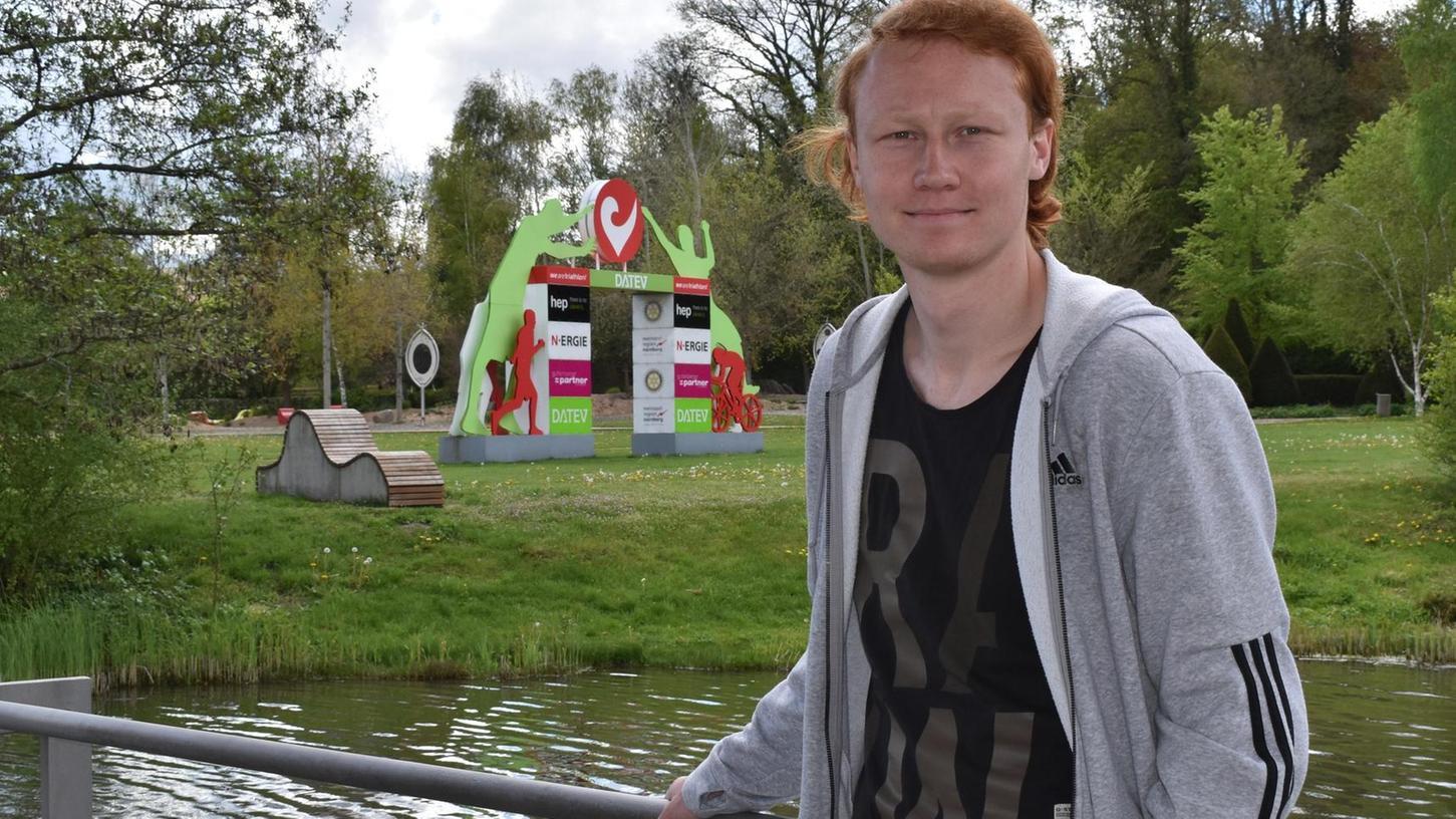 BU: Tiefenentspannt war Benedikt von Hardenberg kürzlich bei seinem Heimatbesuch im Rother Stadtgarten. Wenn der 21-jährige Wahl-Regensburger heute das Eintracht-Stadion in Braunschweig betritt, dürfte etwas mehr Anspannung vorhanden sein.