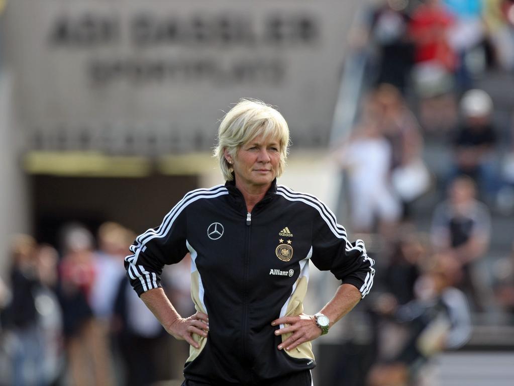 B2..Foto: Günter Distler..Motiv: Frauenfußball Nationalmannschaft; erstes öffentliches Training im Adi-Dassler-Stadion; ADIDAS Herzogenaurach
