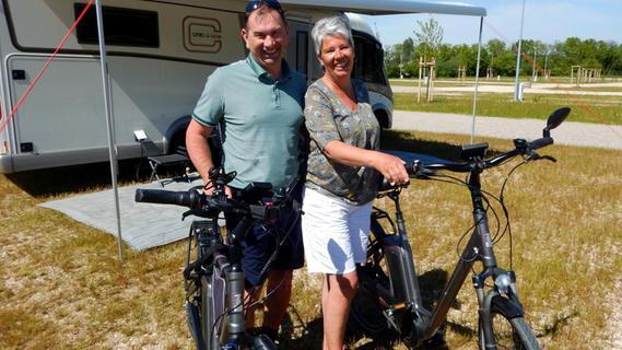 Über Natur pur freuen sich Manfred und Sandra Sokolowski auf dem Campingplatz Himmelreich am Schnackensee.
