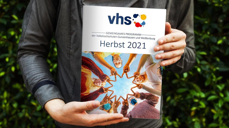 Gemeinsam in die Zukunft: Die Volkshochschulen in Weißenburg und in Gunzenhausen bringen künftig ein gemeinsames Programmheft heraus. Für die Gestaltung ist die Werbeagentur be media in Weißenburg zuständig.