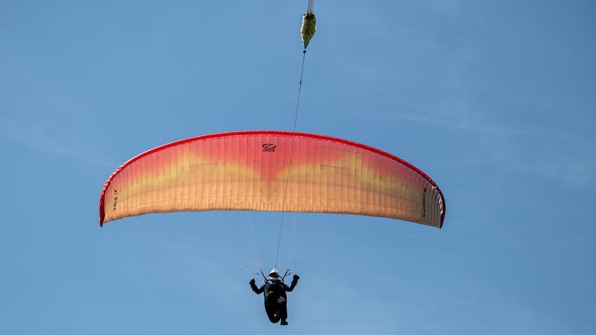 Bis maximal 450 Meter Höhe darf der Pilot in Siegritz am Windenseil bleiben, dann muss er sich ausklinken.