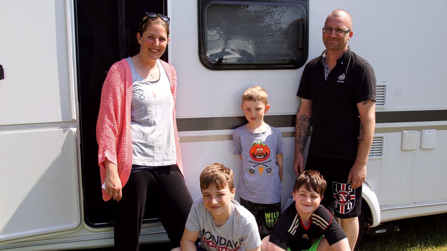Die Familie Appold aus Bad Windsheim trifft sich mit Freunden aus Baden-Württemberg auf dem Walder Campingplatz Fischer-Michl.