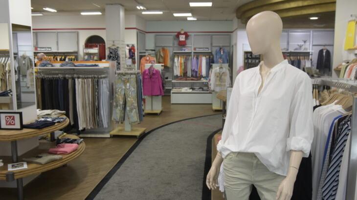 Nur noch wenige Wochen können Frauen in der Laufer Greifenstein-Filiale einkaufen, das Modegeschäft in der Simonshofer Straße schließt Anfang Juli.