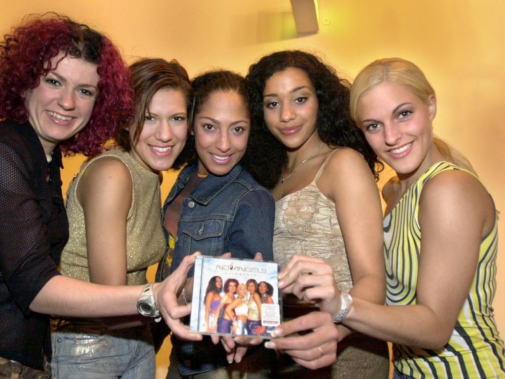 ARCHIV - 07.03.2001, Hamburg: Die Sängerinnen der Girl-Band