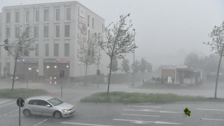 Motiv: Wolkenbruch mit Gewitter in Neumarkt. Fotocredit: Wolfgang Fellner, Datum: 05.06.2021, Ort: Neumarkt