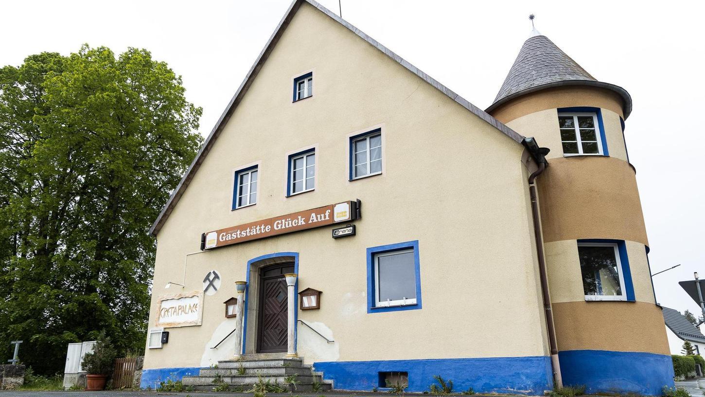 Die ehemalige Gaststätte Glück auf in der Lohesiedlung steht schon seit einiger Zeit leer. Zuletzt hatte die Familie Koralli darin ein griechisches Restaurant mit Biergarten betrieben.