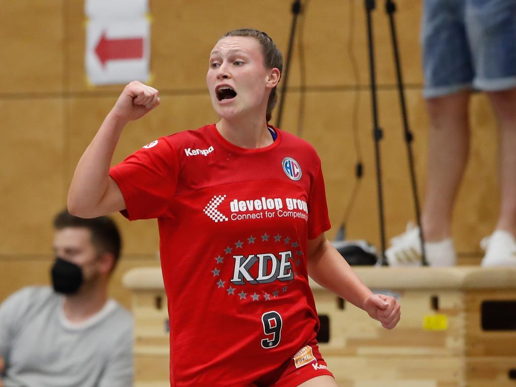 06.06.2021 --- Handball --- Saison 2020 2021 ---  Frauen Damen --- Relegation Aufstieg Bayernliga : HSV Bergtheim - HC Erlangen HCE --- Foto: Sport-/Pressefoto Wolfgang Zink / HMB --- v. li. Jubel bei Jennifer Hofmann (HC Erlangen) - ballt Faust / Fäuste - Jubel Freude
