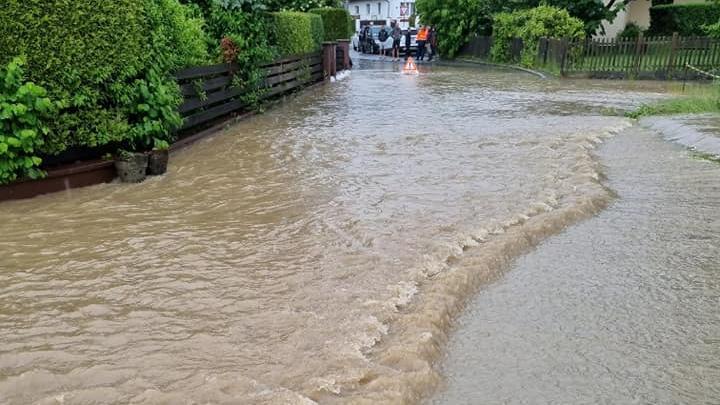 Sintflutartige Regenfälle: Dauereinsatz in und um Altdorf