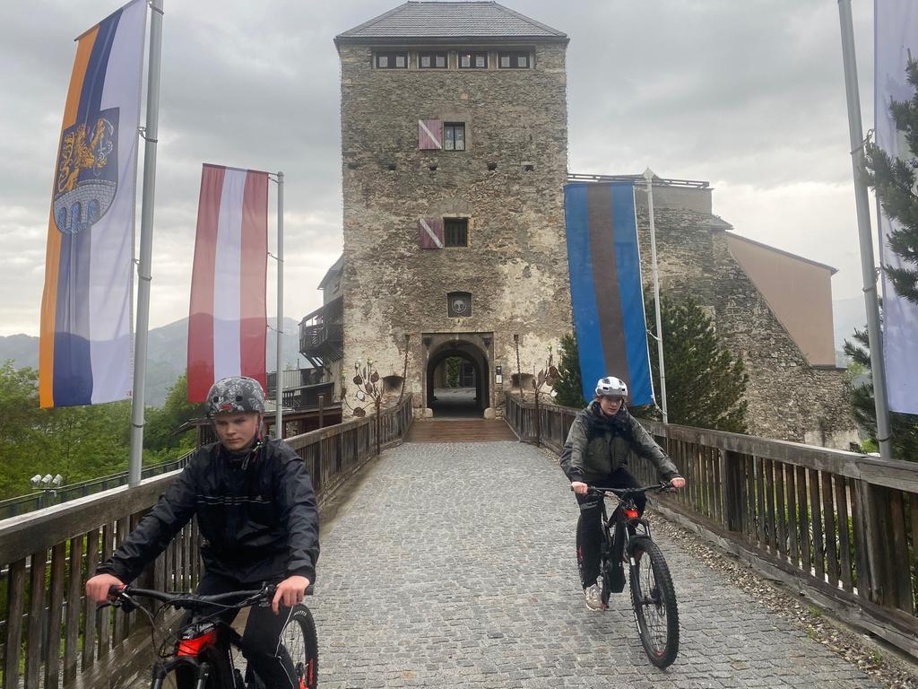 Ein beeindruckendes Bauwerk: Die Burg Oberkapfenberg. Nur die Auffahrt ist beschwerlich. Foto: Michael Husarek