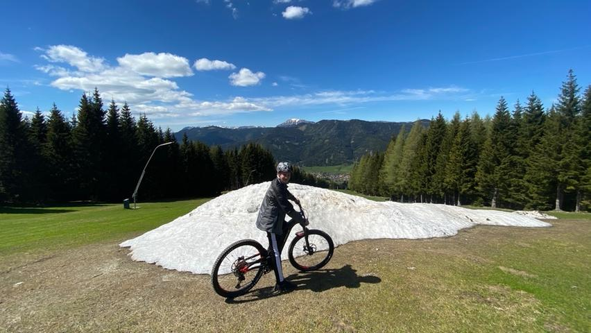 Bis in den Juni hinein sind Schneereste entlang der Bergstrecken in der Hochsteiermark zu finden: Auch wenn der Frühling längst Einzug gehalten hat, zeugen sie vom schneereichen Winter in 2020/21.