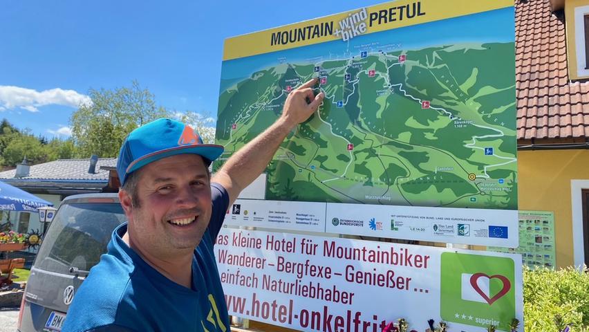 Peter Perner begleitet Touristen gerne bei Radtouren in der Region Hochsteiermark. Der E-Bike-Verleiher hat sein Geschäft in Spital am Semmering direkt an der Talstation der Gondelbahn Stuhleck. Von dort aus beginnen die Touren durch den Bikepark Pretul. Der 42-Jährigen ist ausgebildete E-Bike-Guide und noch dazu ein sehr unterhaltsamer Begleiter.