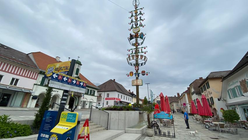 Noch ein Blick auf den Marktplatz von Kindberg: Das Städtchen liegt am Mürztalradweg.
