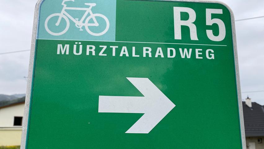 Verfahren unmöglich: Der Mürztalradweg ist durchgehend gut beschildert. Die grünen Wegweisen geben Orientierung.