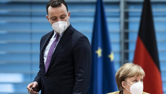 Masken-Streit: Merkel und Laschet verteidigen Spahn