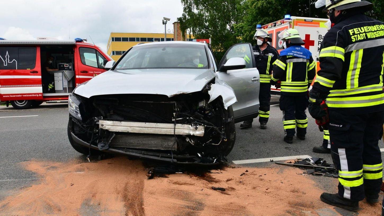 Bei dem Unfall in der Nürnberger Straße in Weißenburg wurden zwei Personen verletzt. Ursache war eine Vorfahrtsmissachtung.