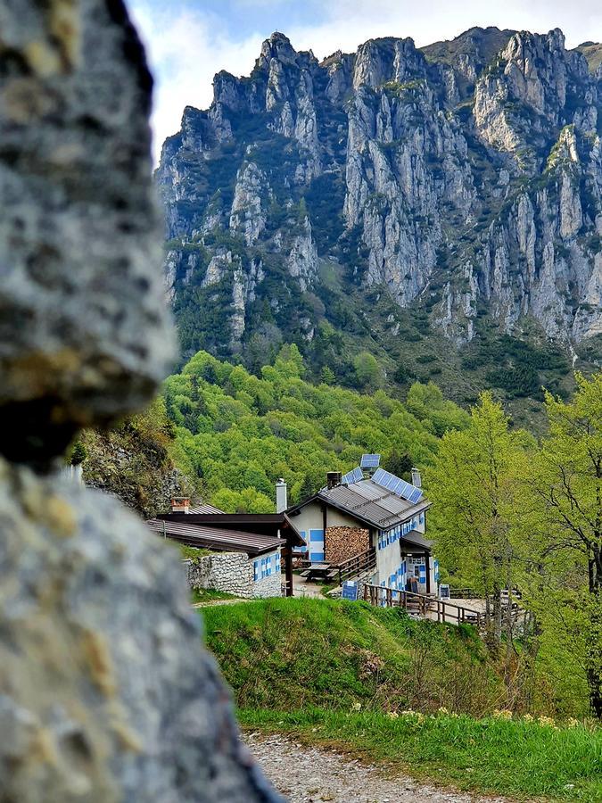 Eine schöne Hütte am Cima Pari, in der man gut essen kann.