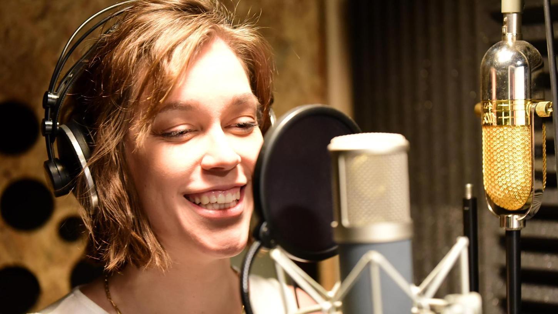 Sie steht nicht zum ersten Mal vor dem Mikrofon: In Weigelshofen hat Franziska Ift aber ihren ersten eigenen Song aufgenommen.