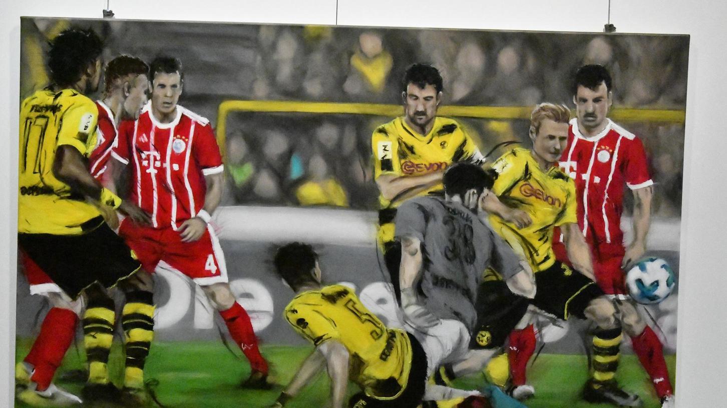 Hitzige Zweikämpfe auf engem Raum sind bei Topspielen in der Fußball-Bundesliga zwischen Dortmund und München üblich.