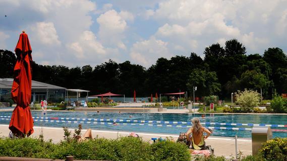 Allein am (Wieder-)Eröffnungstag zählte man knapp 400 Badegäste im Forchheimer Freibad.