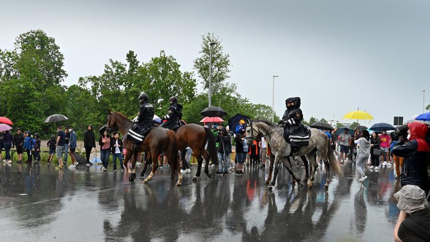 Fans, Polizei und Regen: Das DFB-Team kommt im EM-Quartier in Herzogenaurach an